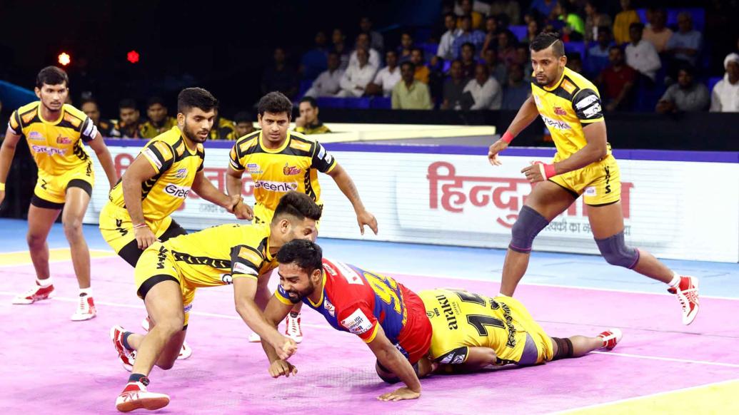 Monu Goyat tackled by Telugu defenders