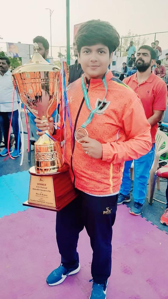 Pinky roy holding the winning trophy from Senior Nation 2020, Jaipur