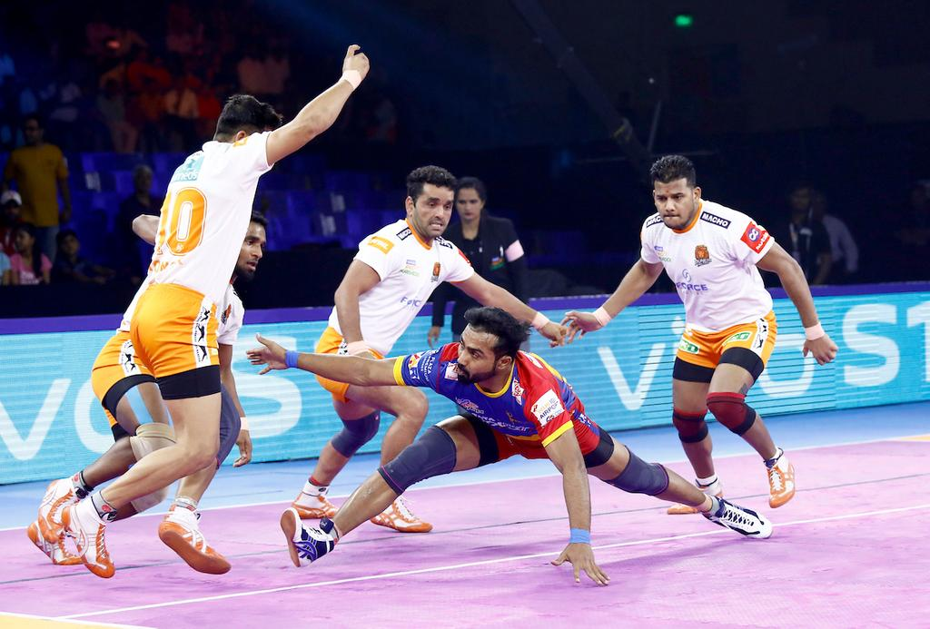 Puneri Paltan defense against U.P. Yoddha's Monu Goyat