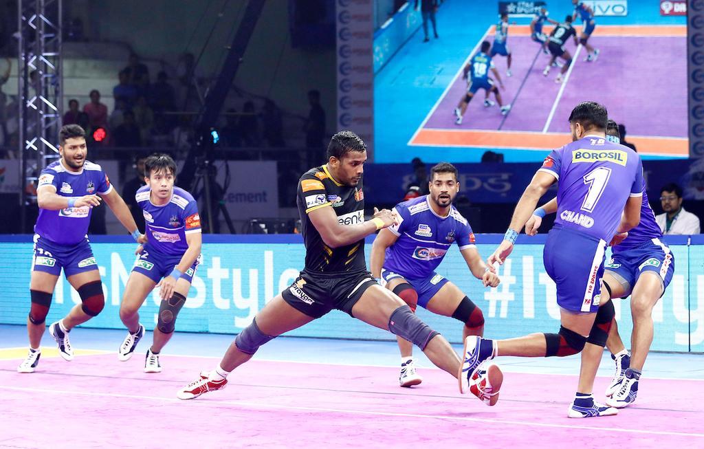Telugu Titans' Siddharth Desai raiding against Haryana Steelers defence