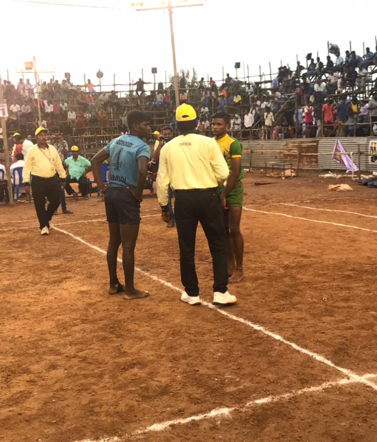 kabaddi referee instructing players