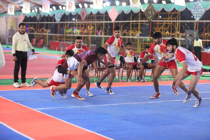 Kabaddi is a sport played between 7 players on two sides.