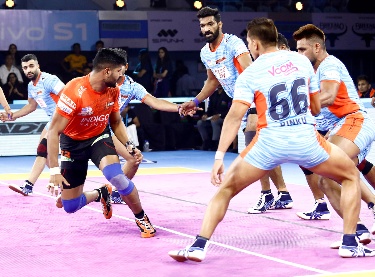 U Mumba raider against Bengal Warriors