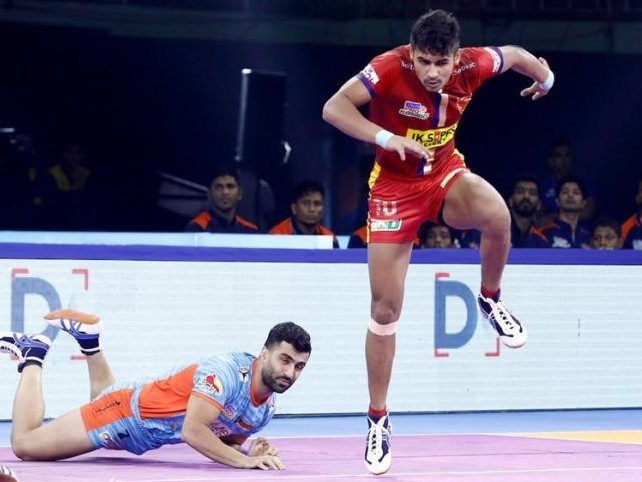 Naveen Kumar leaps to fetch a point for Dabang Delhi