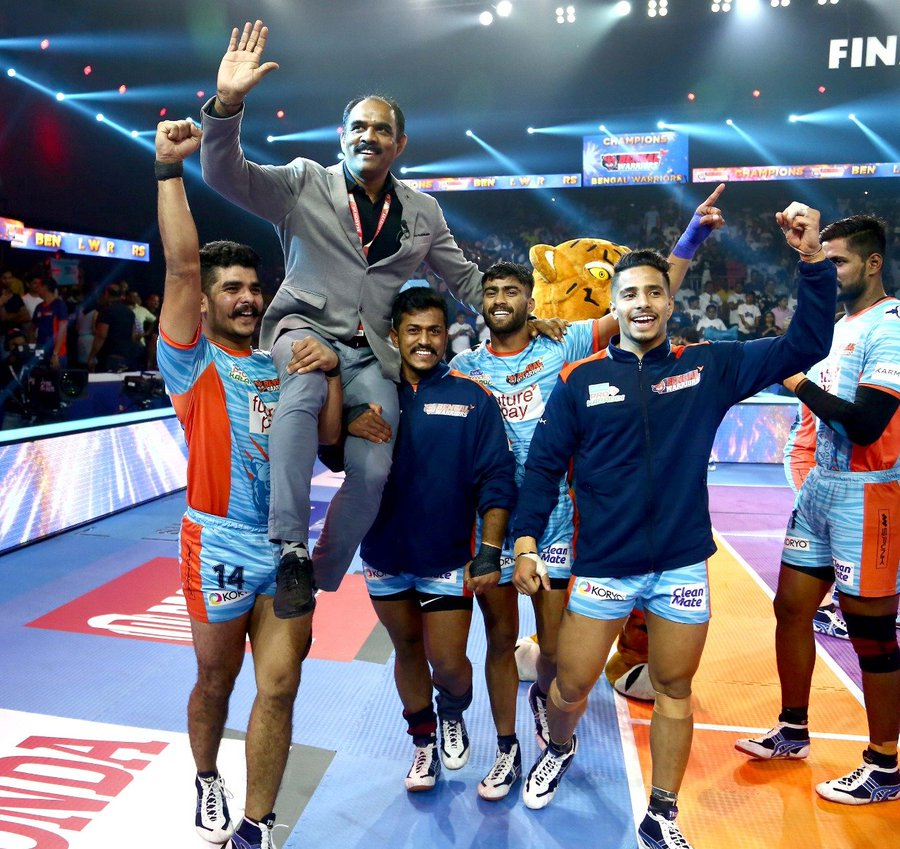 Bengal Warriors celebrating the win
