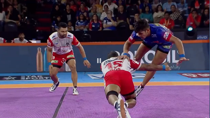 Naveen Kumar Dominates Haryana Steelers in the First Half