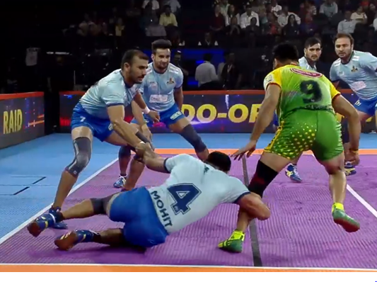 Pardeep Narwal had a tough time with defense of Thalaivas