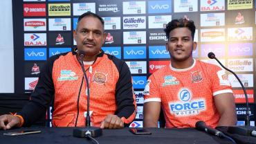 Puneri Paltna Coach Ashan Kumar and Captain Girish Ernak