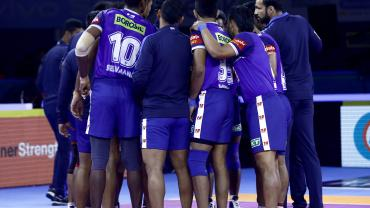 Haryana Steelers players huddle