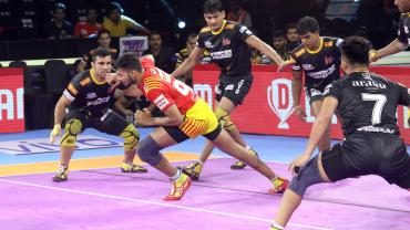 Gujarat Fortunegiants raider