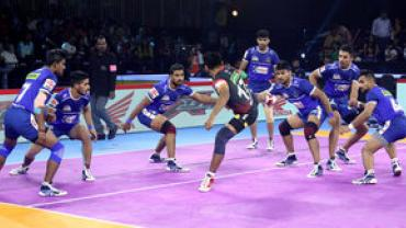 Haryana Steelers defenders