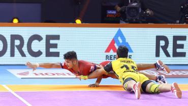 Naveen against Telugu Titans