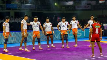 Puneri Paltan against Bengaluru Bulls