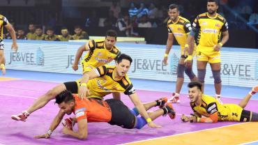 Arjun Deshwal against Telugu Titans