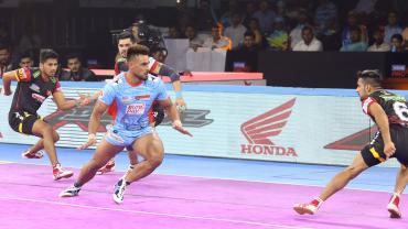 Maninder Singh against Bengaluru Bulls