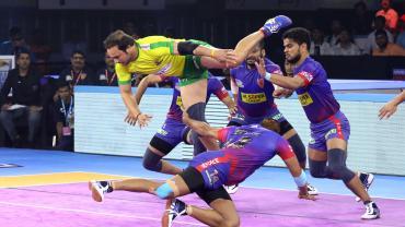 Manjeet Chhillar jump against Dabang Delhi