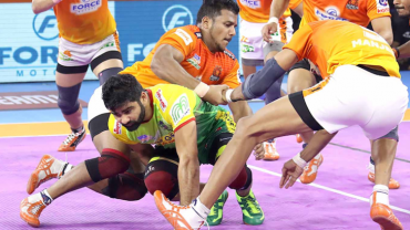 Puneri Paltan is playing against Patna Pirates