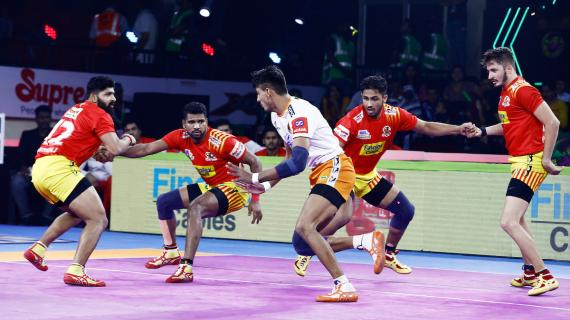 Gujarat Fortunegiants against Puneri Paltan