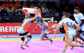 Vinay against Bengal Warriors