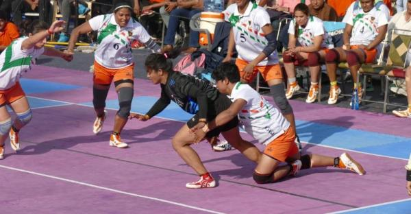 Pinky Roy (Defender) in action perfroming Back Hold on Himachal Pradesh raider during Senior National 2020 representing Indian Railways in the final battle.